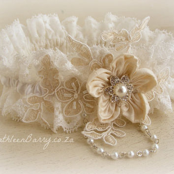 R450 Caitlin wedding garter - Ivory and white
