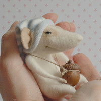Felt mouse, felt animal, needle felt, cute mouse, sleepy mouse, needle felt, miniature, felt figurine,  tender mouse