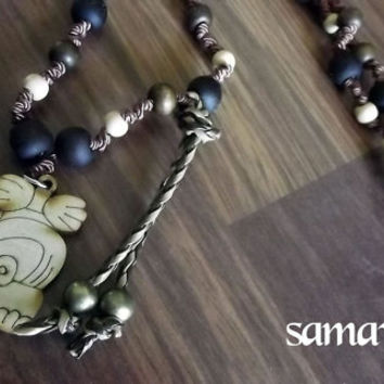 Vinal Mac Maya. Maya lunar calendar. Along with jojoba, wood and silk thread necklace. Charm wood pyrography Mac.