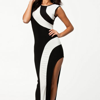 Sleeveless Monochrome Maxi Evening Dress with Slit