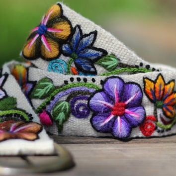 "Cream Hand Embroidered Wool Belt from Peru, Flowers and Leaves, Size Medium/Large (Waist 31-40""), 100% Wool, Free shipping to US!"
