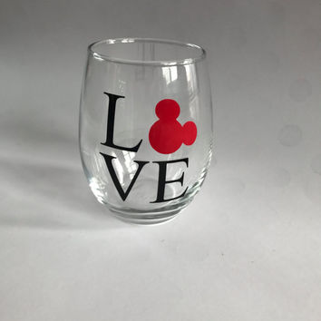 love disney wine glass//disney wine glass//love wine glass