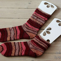 Accordion-socks size EU 40-43, US 9-12, handknit in reds, pink, brown and white
