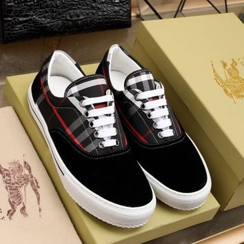 BURBDRRY  Man Fashion Casual Shoes Men Fashion Boots fashionable Casual leather Breathable Sneakers Running Shoes Sneakers