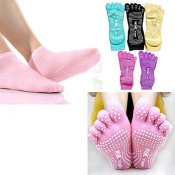 "2PCS Women Yoga Socks Gym Dance Sport Exercise 5-Toe Socks Non-slip Massage Rubber Non Slip Massage Fitness Warm Socks ""Barefoot Feel"" Free Size = 1933370180"