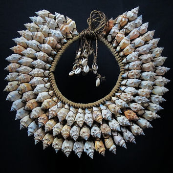 Papua Shell Necklace.Ethnic Jewelry Tribal New Guinea Currency Shell.Ceremonial Neck Adornment. Beige Spiral Shells On A Brown Fiber Collar