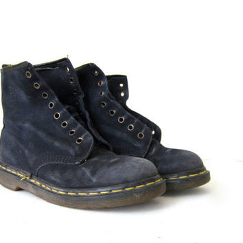 vintage dark blue Dr. Martens. suede leather chunky Air cushion soles Doc Martens. 8 holes Lace up ankle boots. Women's UK 6
