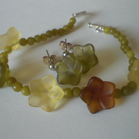 Earthy Flower Bracelet and Earring Set by PhreshThreadz on Etsy