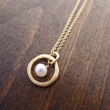 small rippled circle necklace with freshwater pearl in vermeil