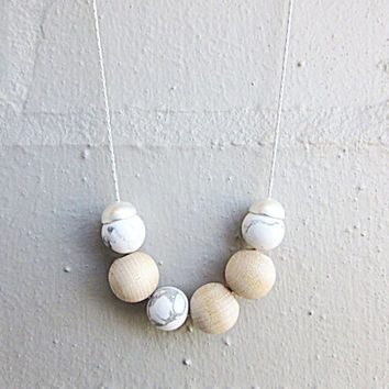 NL-201 White Howlite Round Bead and Natural Colour Wooden Beads with Matte Silver Plated Bead Cap Necklace in Silver Plated Chain