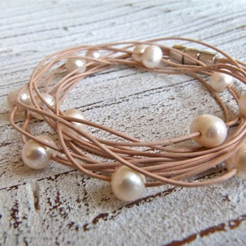 Bracelet leather with freshwater pearls to wrap