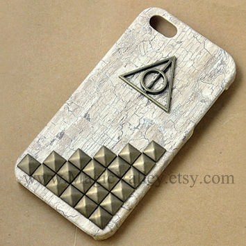 Brass Harry Potter Deathly Hallows Iphone 4 case, White Wood Iphone 4S Case, Bronze Studs Iphone 4 case, Iphone 4S case, Iphone 4g case