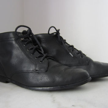 70s Black Leather Booties / 6M 36-37 4 // Vintage Lace up Flat Walking Shoes by Basswood // Pointy Leather Moccasins