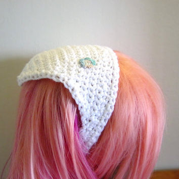 Women's White Crochet Kerchief With Flower