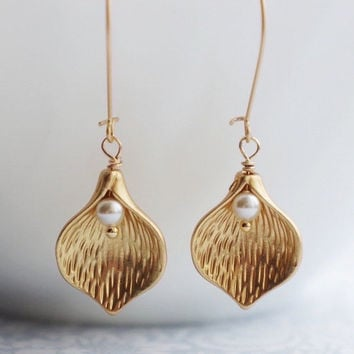 Calla Lily Earrings. Gold Lilly Earrings Calla Lily Bridal Earrings. Calla Lily Jewelry. Gift for Bride from Groom