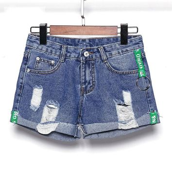 QA1244 New arrival women hemming green letter webbing ripped jeans summer casual low waist female denim shorts