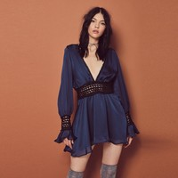 Street stitching hit the large V collar lotus leaf sleeves dress