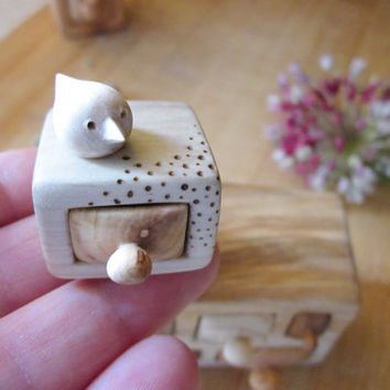 Stud earrings box, jewelry box, wood carving, miniature wood carving, wood box, Wood sculpture, bird carving, animal carving