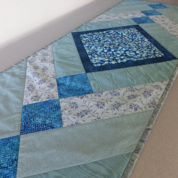 blue green quilted table runner, sea glass quilt topper, turquoise kitchen table, seafoam green, blue and green quilt, blue kitchen decor
