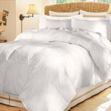 Damask Stripe 600 Fill Medium Warmth White Down Comforter | Overstock.com