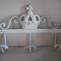 Upcycled Wrought Iron CROWN Wall Hooks ~~ Jewelry holder ~~ Entry wall Rack ~~ White wash and Aqua Blue Cottage chic