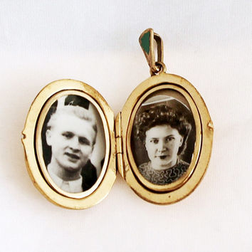 1940s Art Nouveau German Oval Locket Vintage Medallion Portrait Photo