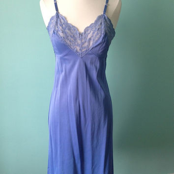 Full Slip / Vintage Mad Men Style / Blue Dress / 34