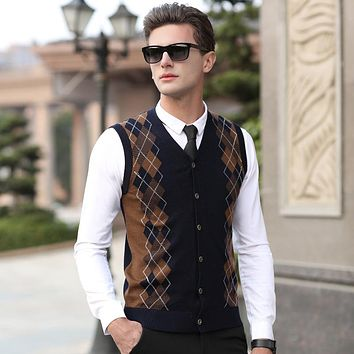 New 2017 autumn & winter mens argyle wool sweater cardigan sleeveless cashmere sweater v-neck plaid cardigan sweater vest