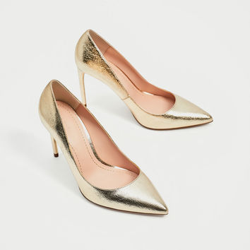 GOLD COLORED COURT SHOESDETAILS