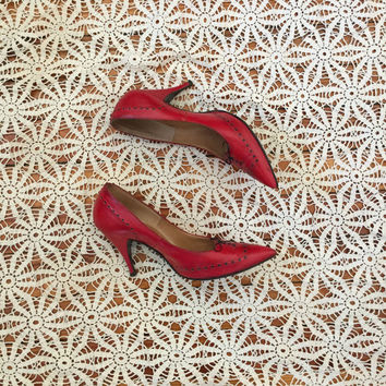 Vintage 1950s Shoes / 50s Red Leather Stiletto Heels / Pointy Toe (size 6)