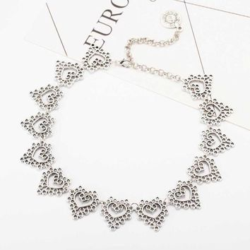 Vintage Hollow Lace Peach Heart Coin Boho Women's Short necklace Choker Necklace Charm Clavicle Chain Jewelry