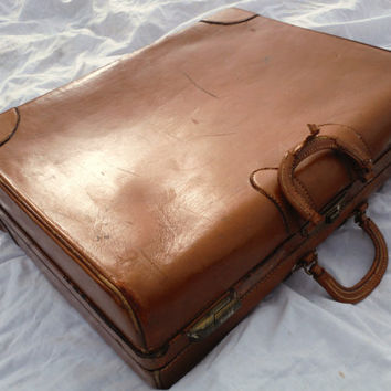 High Quality Antique Vintage Leather Pull & Push Latch 26 X 18 X 6 Luggage Suitcase With Many Interior Compartments