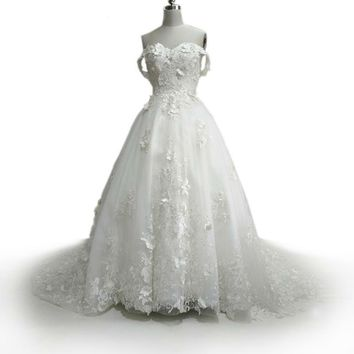 Elegant Princess Wedding Dress Sweetheart Zipper Back Lace Appliques Flowers Chapel Train Bridal Dress