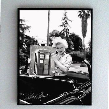 Framed Marilyn Monroe holding Doctor Dr. Who Tardis with faux signed autograph