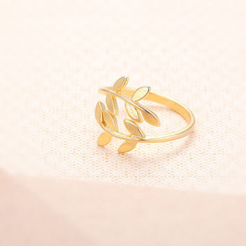 Leaves Ring  Gold // R0015GD // Everyday Jewelry by queenspark