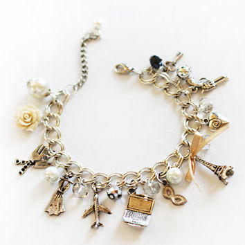 "Bracelet ""See Paris and die"" Eiffel Tower / Pearl and crystal with metal pendants / Style romantic"