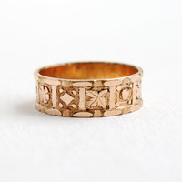 Antique Edwardian Rosy Yellow Gold Filled Ring Band - Size 6 1/2 Cigar Band with Eternity Flower Leaf Repousse Design Early 1900s Jewelry