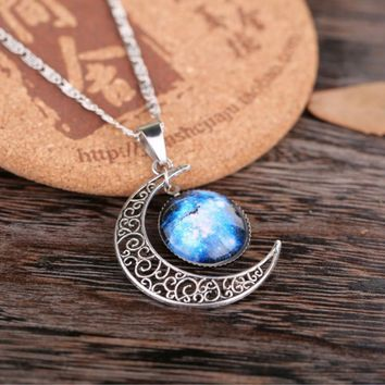 2016 New Hot Jewelry Fashion Statement Necklace Glass Pendant Galaxy Lovely Silver Chain Necklace Female Moon