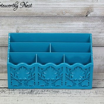 Turquoise Vintage Lerner Letter Holder // Letter Keeper / Mail holder / Bill Holder / Desk Decor / Bill Organizer / Plastic Mail Sorter 70's