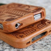 Totem Engraved Wooden Hard Cover Ca.. on Luulla
