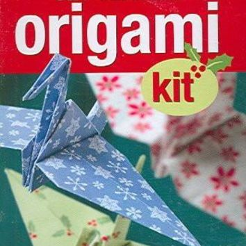 The Christmas Origami: Includes Book & Designer Origami Paper (Petite Plus Kit Series)