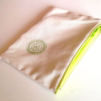 Green Om Pouch - Zipper Bag