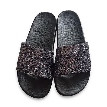 Hot New Summer Designer Women Slippers PU Bling Slides Rivet Flat Non-Slip Soft Bottom Sandals Home Flip Flops Casual Beach Shoe