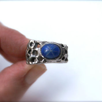 Vintage Silvertone and Blue Cabochon Ring