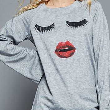 Eyelashes and Lips Shirt In Heather Gray
