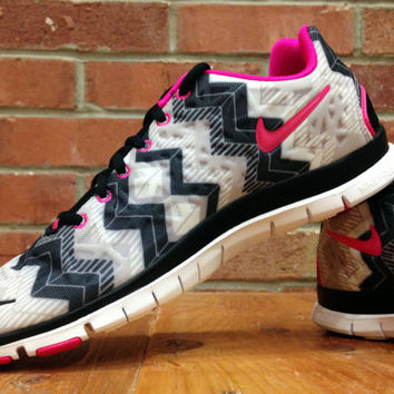new product dde35 83cd9 New Women's Nike Free Run TR Fit 3 Blinged With Swarovski Elements Crystal  Rhinestones Aztec Chevron Print Pink White Black 555159-015