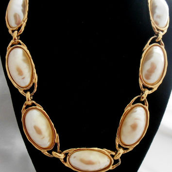 Richelieu Pearl Necklace in Gold Statement Piece