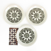 Vintage Plates -- 70s Ceramic Plate Set -- Geometric Plates with Wide Lip -- Abstract Mandala Starburst Pattern -- Cream & Black