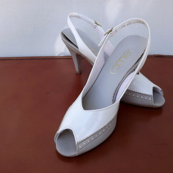 Peep Toe Sling Backs, Vintage 1970s Connie Off White and Tan Brown High Heel Shoes, Womens Size 7.5 Narrow