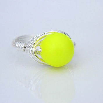 Wire Wrapped NEON Ring - Size 7 - Pearl - Silver, Neon Yellow, Hot Color, Candy, Ice Cream, Neon, Bright, Spring, Neon Jewelry, Ring Jewelry